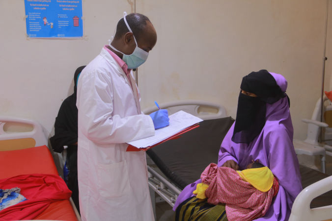 An MSF health worker checks the medical condition of a patient admitted to the inpatient therapeutic feeding centre in Galkayo South hospital, Galmudug state, Somalia. Photo by MSF.